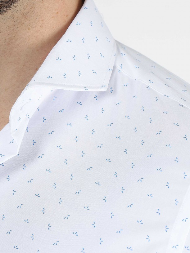 Camisa clásica slim fit con estampado