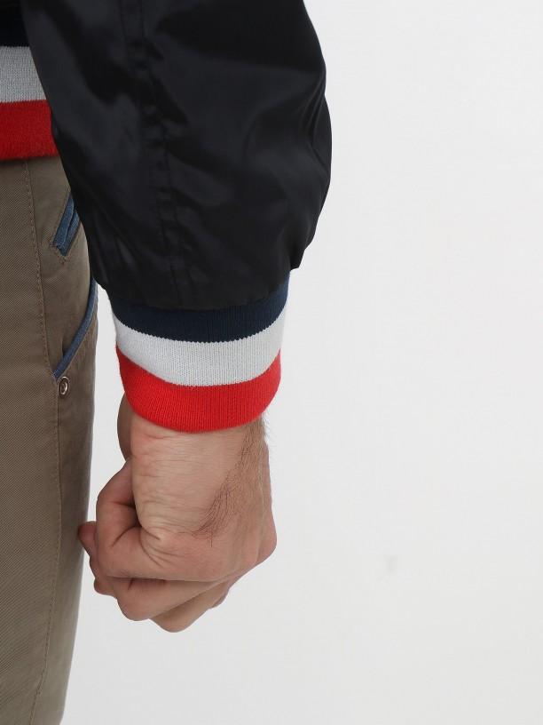 Cazadora técnica detalle tricolor