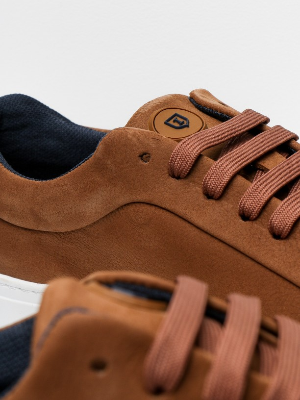 Leather sneakers with blue heel tab detail