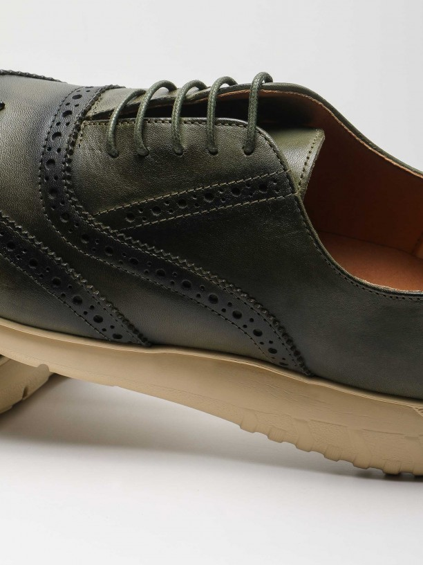 Casual leather shoes pricked detail