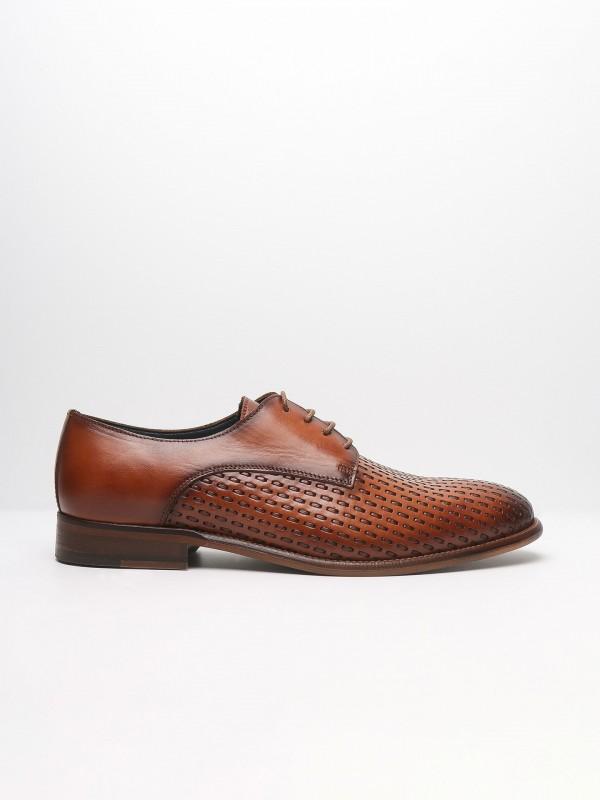 Zapato elegante de piel con detalle