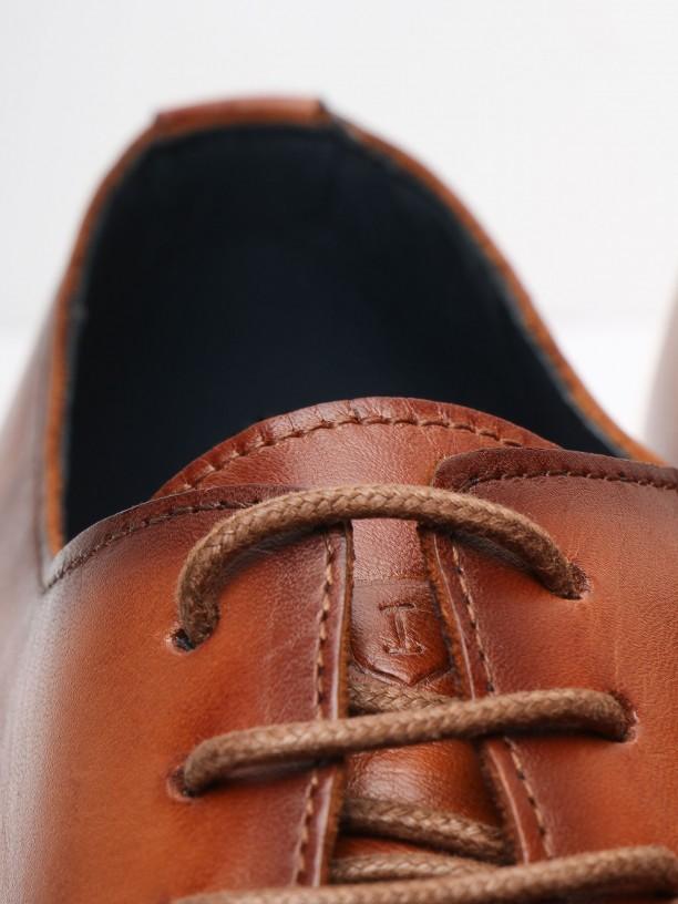 Pattern detail elegant leather shoes