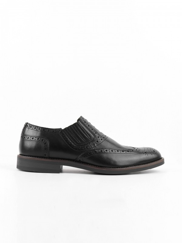 Leather elegant shoes with fringe