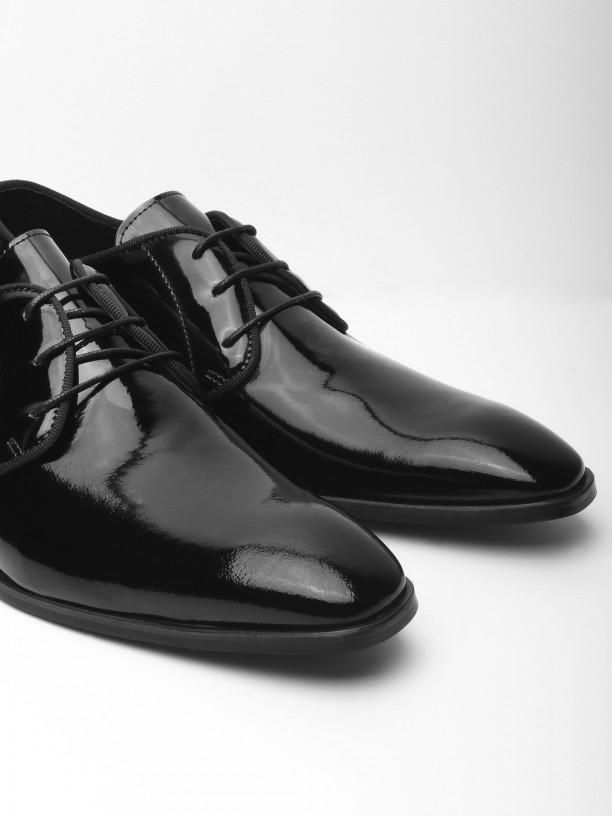 Varnish leather elegant shoes