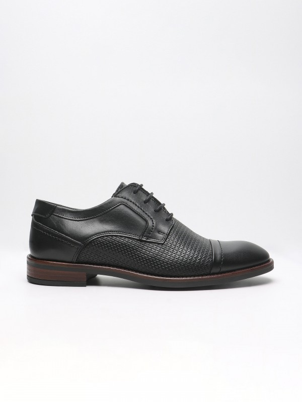 Structured leather elegant shoes