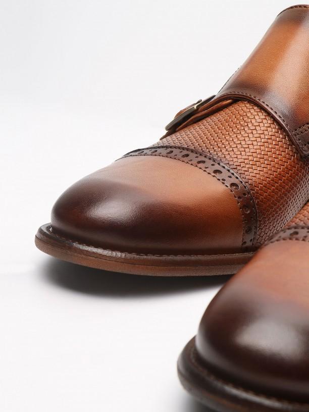 Zapato elegante de piel con hebilla