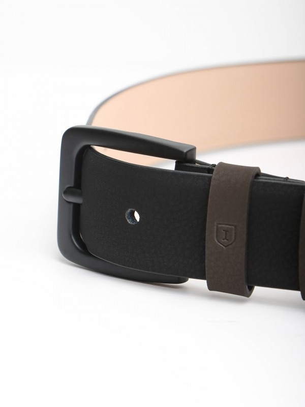 Leather casual belt with black buckle