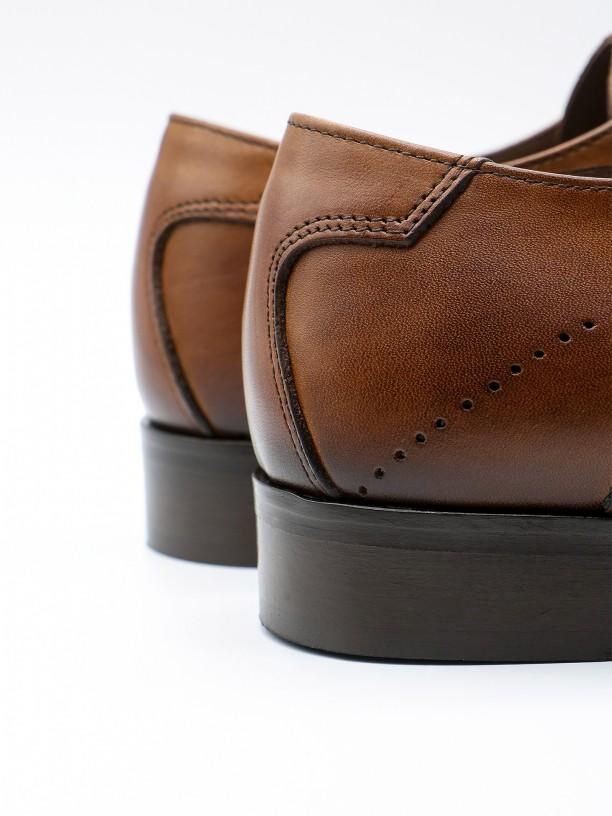 Zapato elegante de piel cepillada