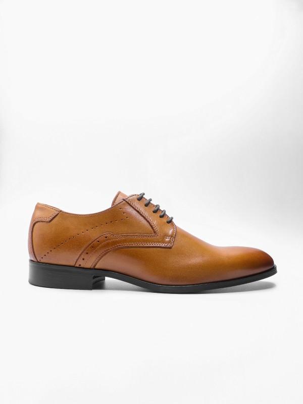 Sapato elegante de pele escovada