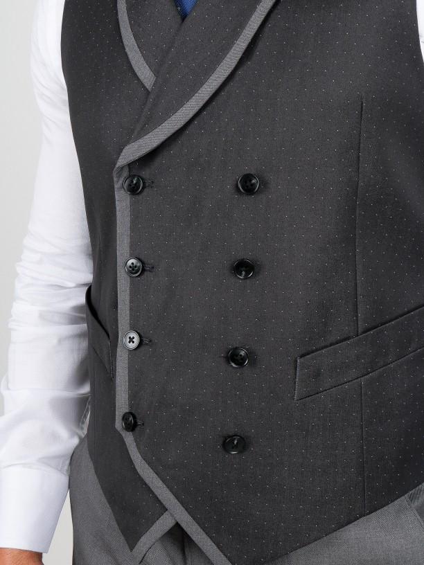 Traje elegante slim fit con chaleco
