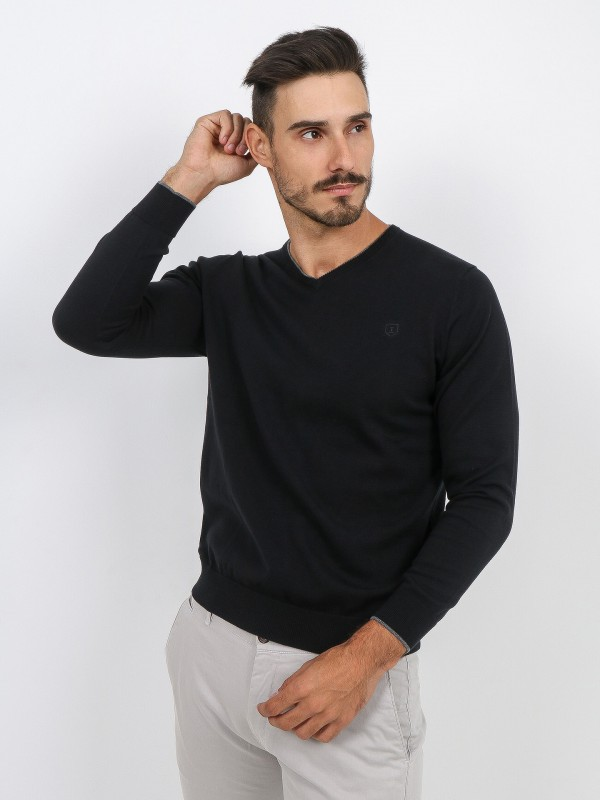 Cotton knit sweater with contrasting detail