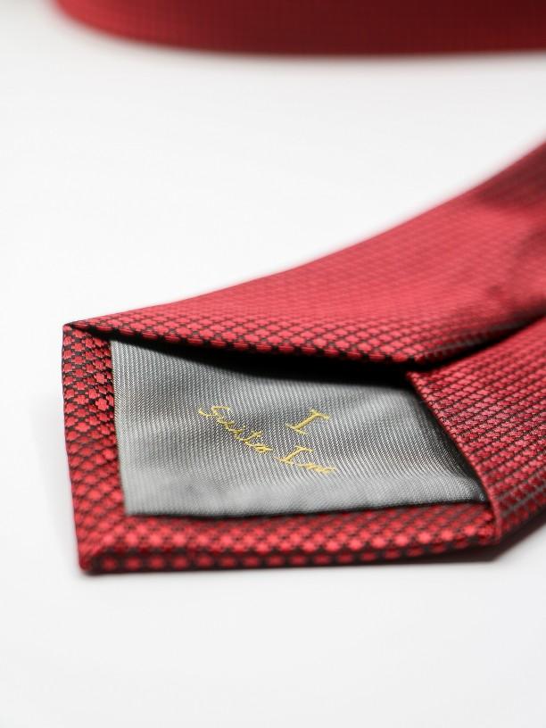 Gravata clássica com padrão estruturado