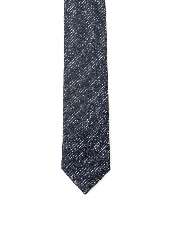 Knit tie with pattern