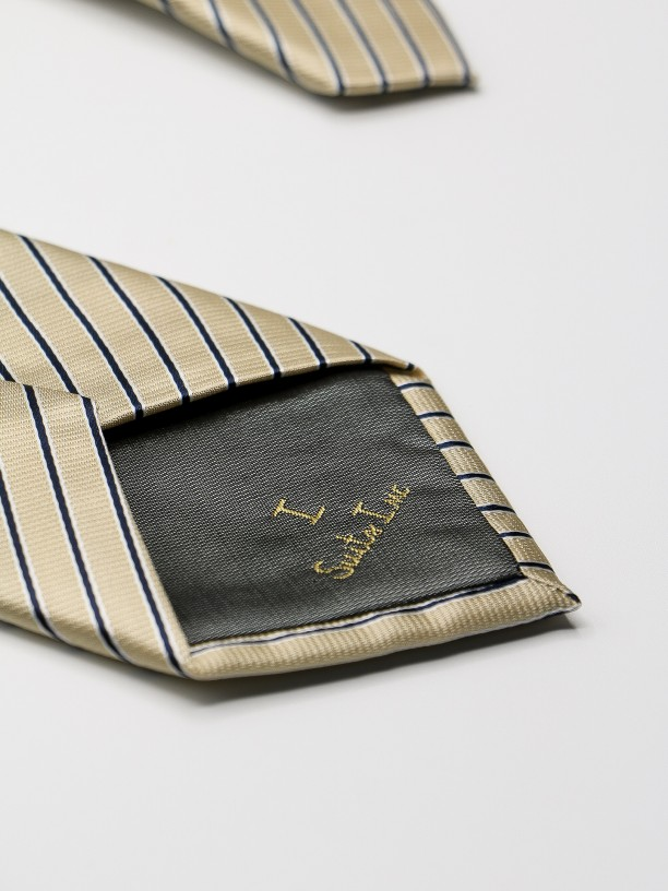 Classic tie with stripes pattern