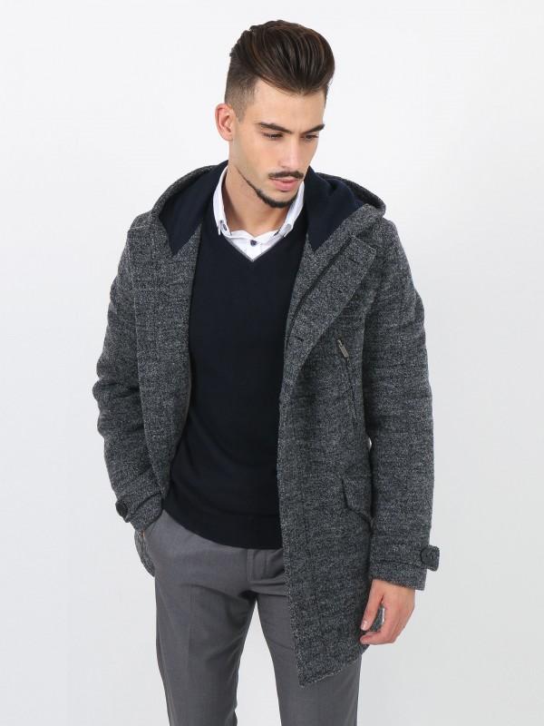 Casaco de lã com capuz