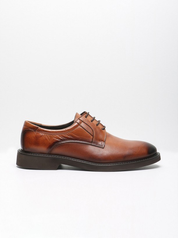 Elegant leather shoes with reinforced insole