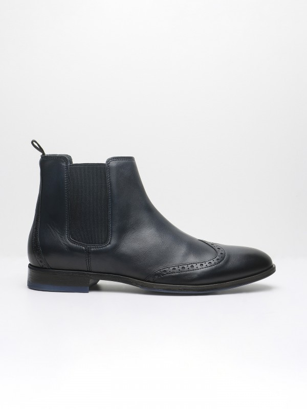 Elastic leather chelsea boots